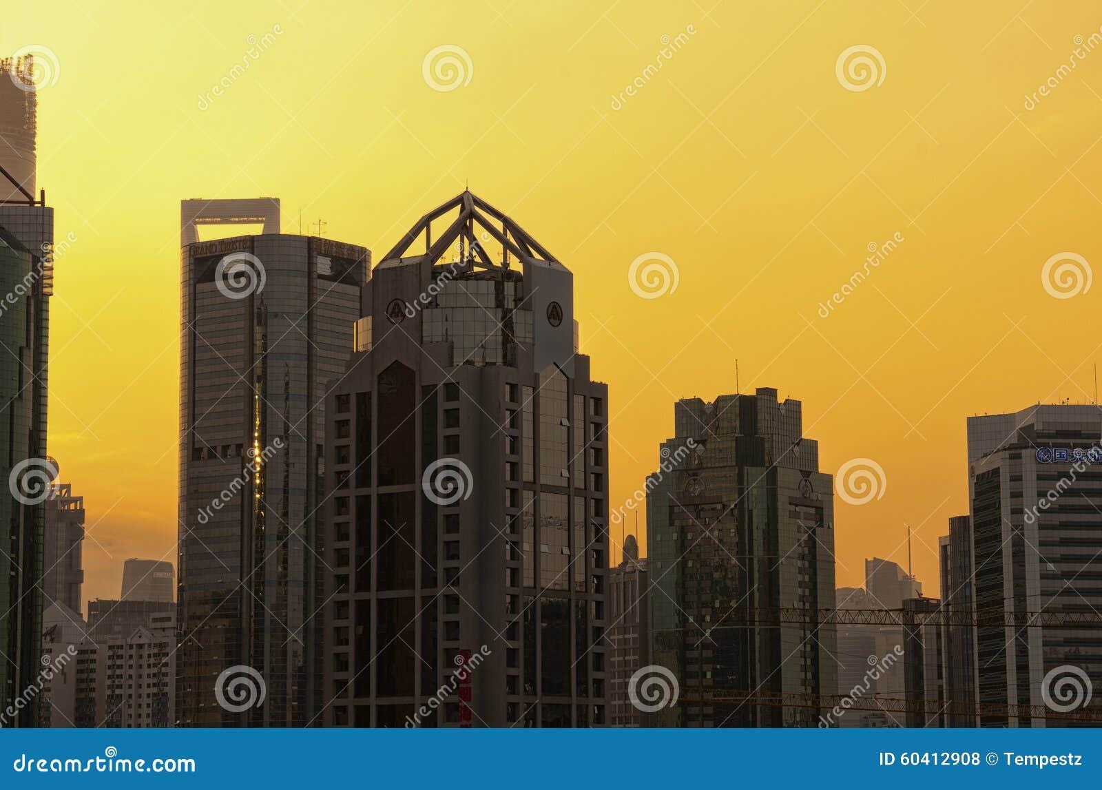 在日落的浦东地平线