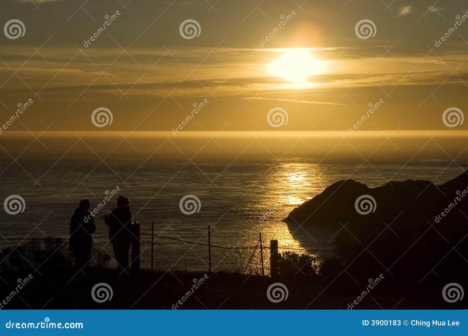 在日落的陆岬马林