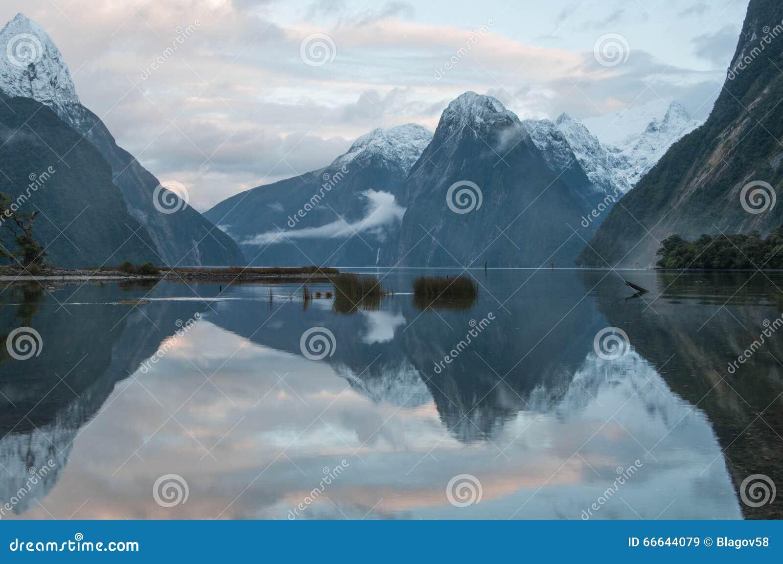 在日落的主教峰顶 Milford Sound