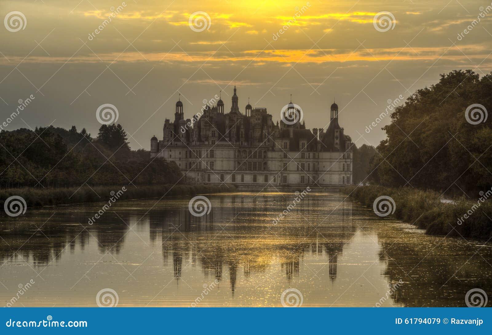 在日落的Chambord城堡