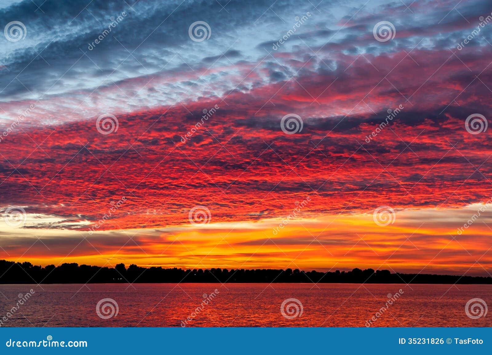 在日落的Cloudscape
