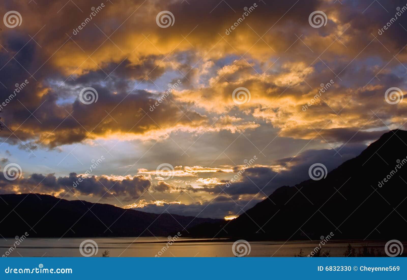 在日落的duich海湾