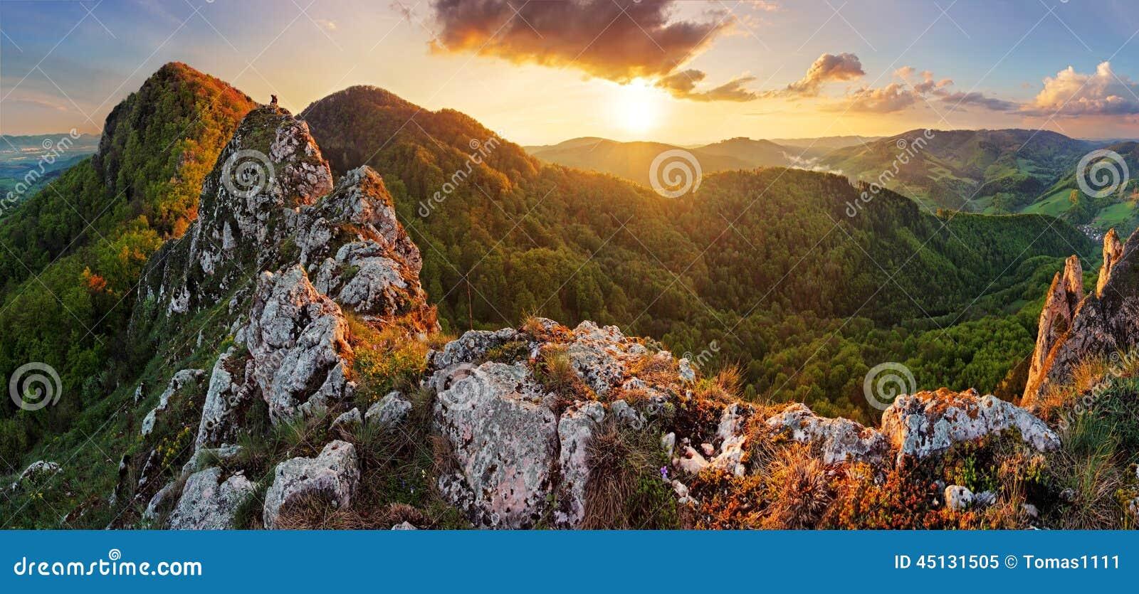 在春天- Vrsatec的斯洛伐克山