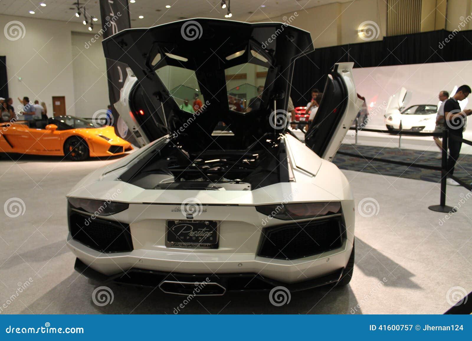 在显示的Lamborghini Murcielago