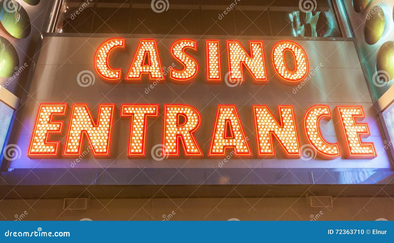 在晚上时间的赌博娱乐场入口