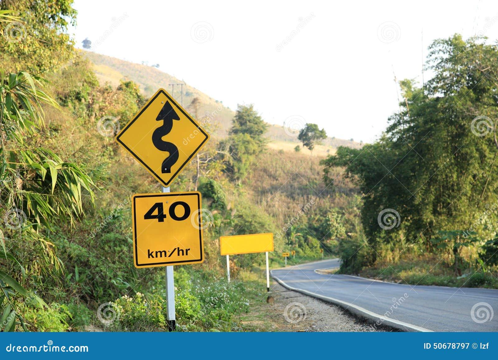 Download 在曲线山路旁边的路标 库存图片. 图片 包括有 泰国, 警告, 绿色, 横向, 室外, 黄色, 锋利, 空白 - 50678797