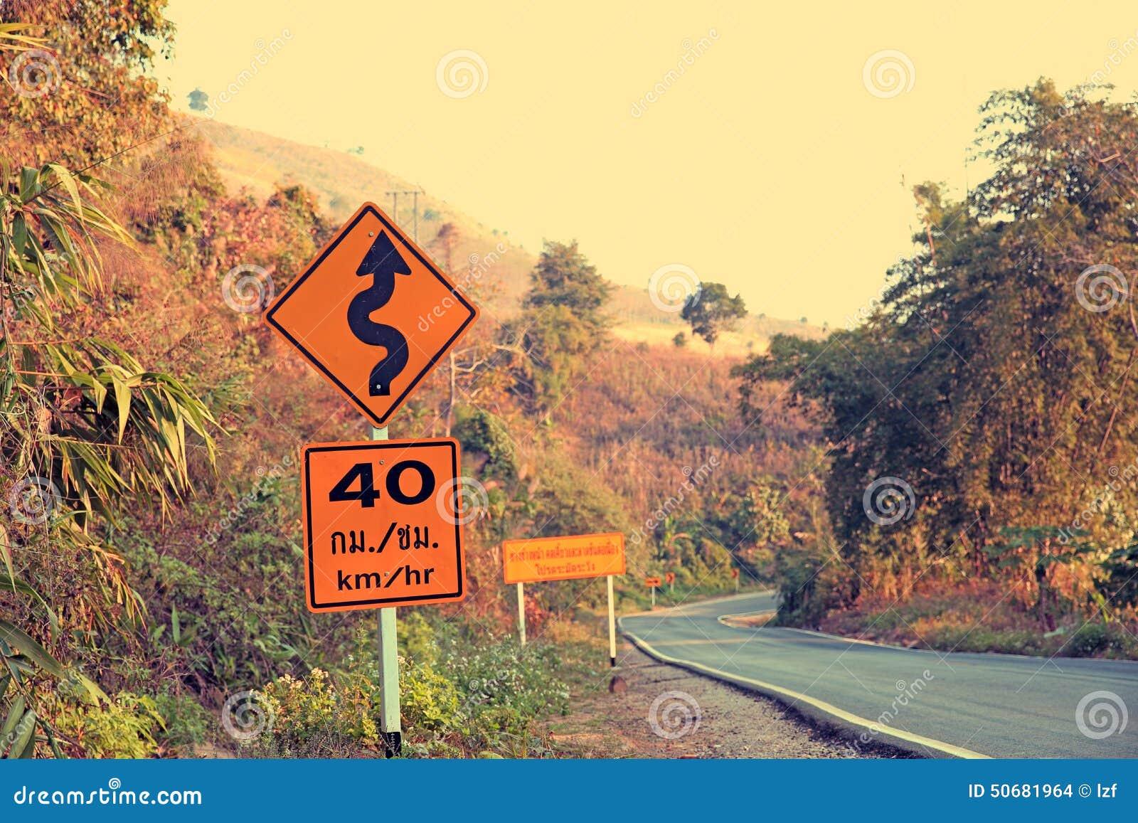 Download 在曲线山路旁边的路标 库存照片. 图片 包括有 围攻, 业务量, 老挝, 摩托车, 锋利, 没人, 室外 - 50681964