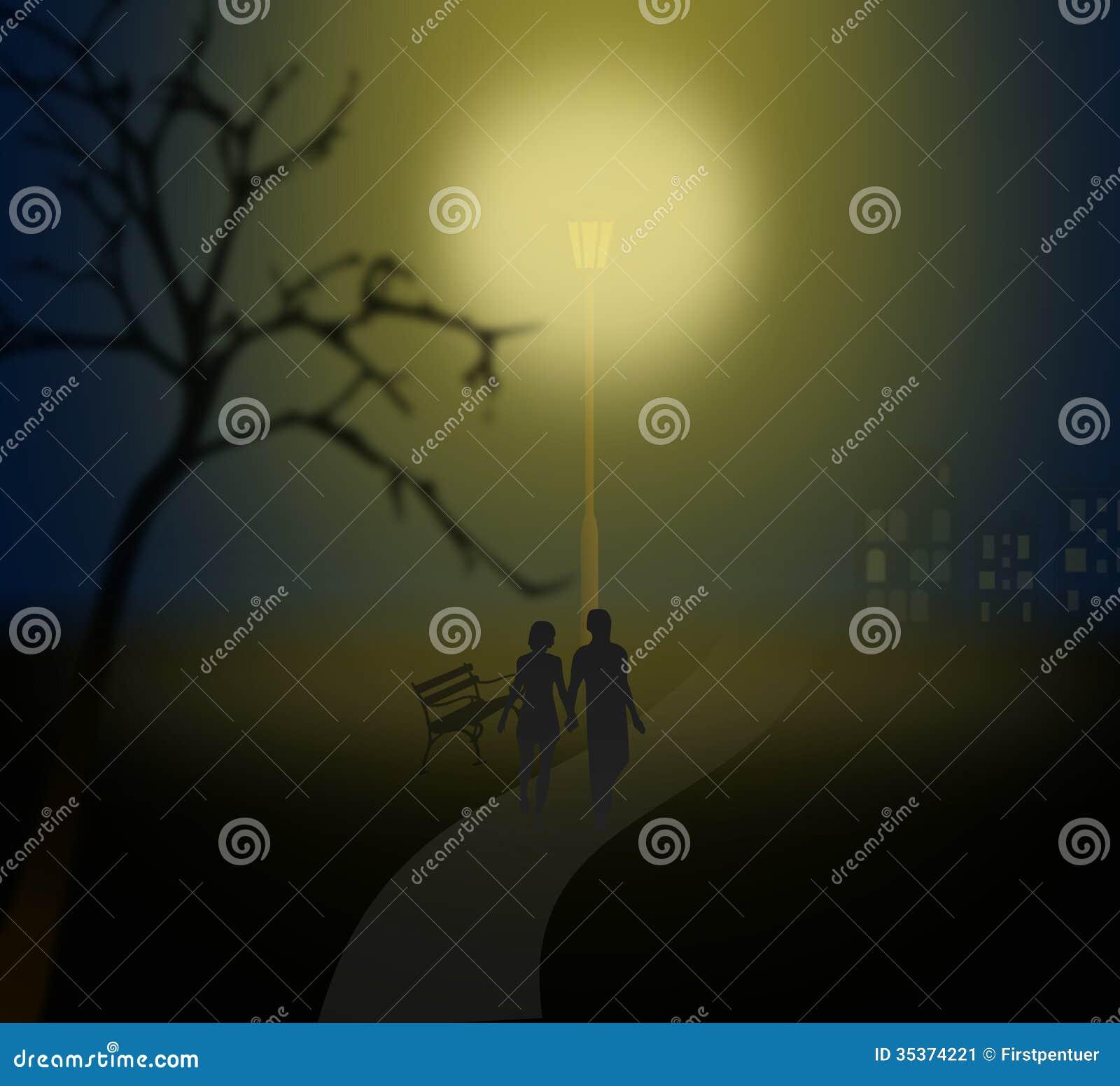 在有薄雾的公园结合走在一个灯笼下