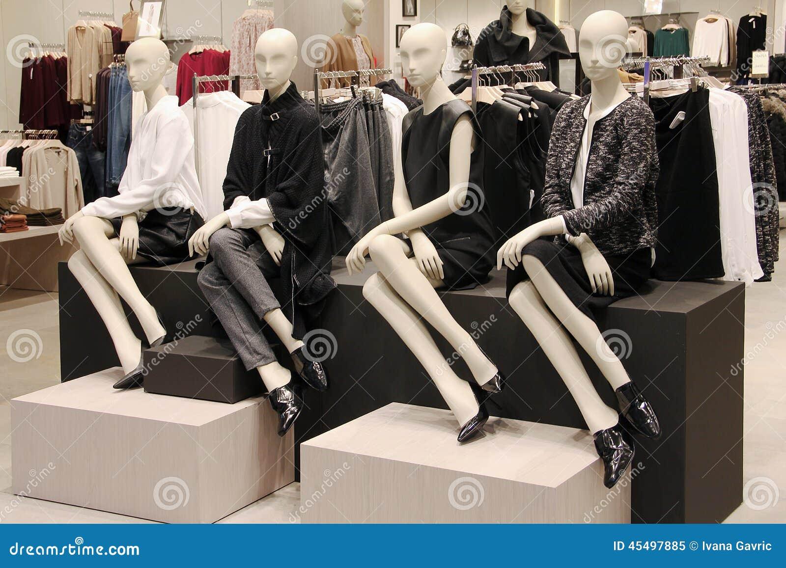 在服装店的时装模特