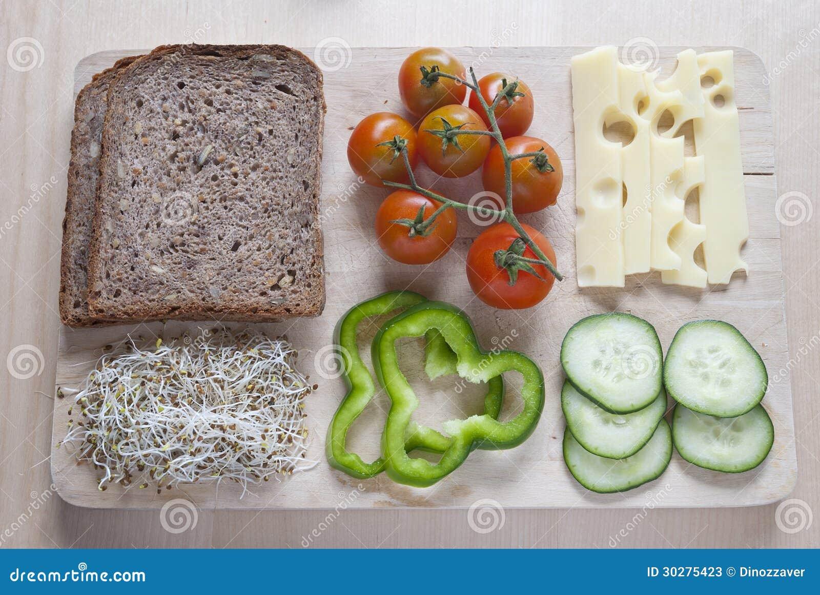 未加工的食物ingredinent在木切板