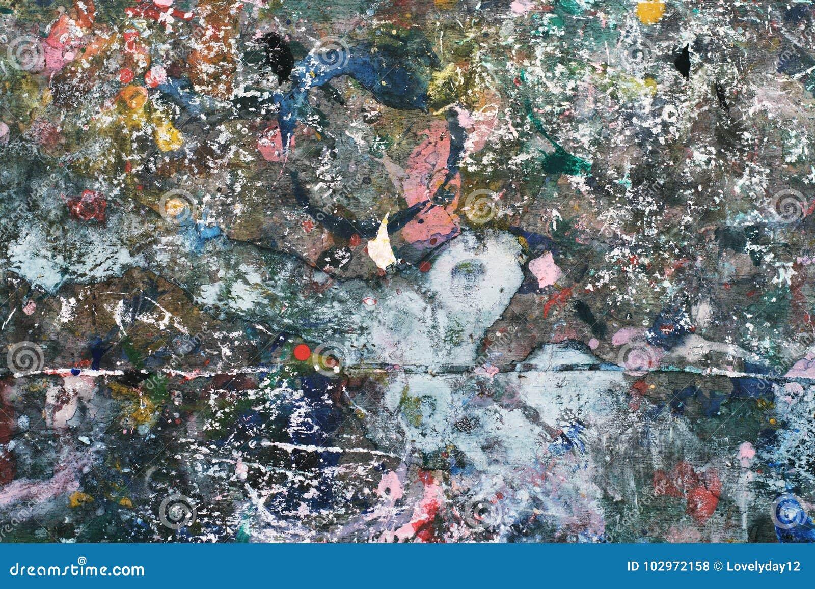 在木头的五颜六色的抽象油漆纹理