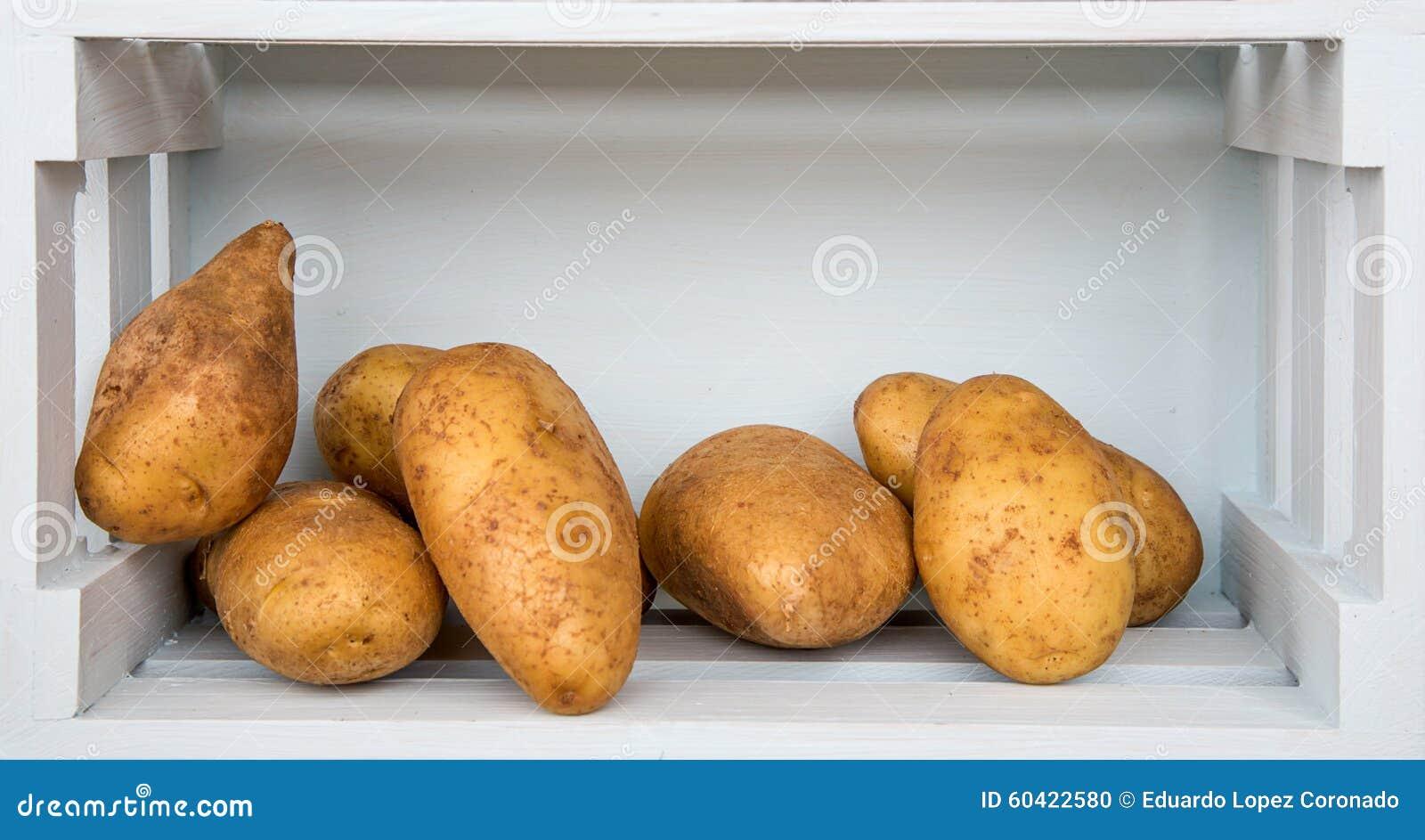 在木板的新鲜蔬菜