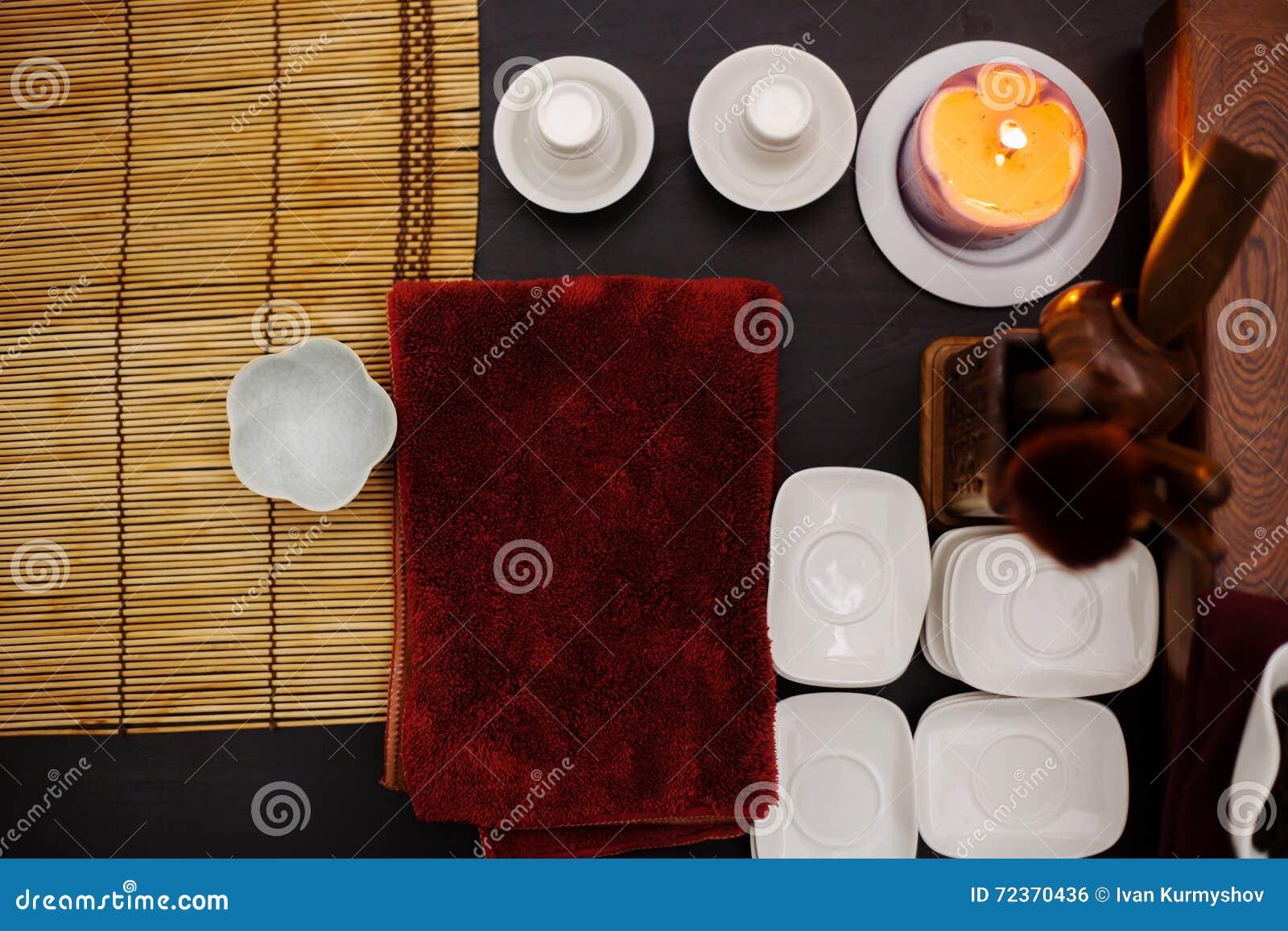 在木桌上的亚洲茶道