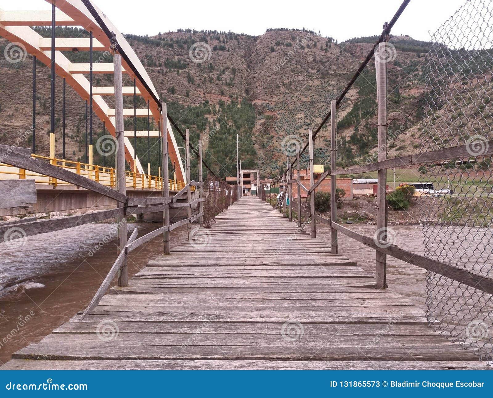 在木的河的桥梁