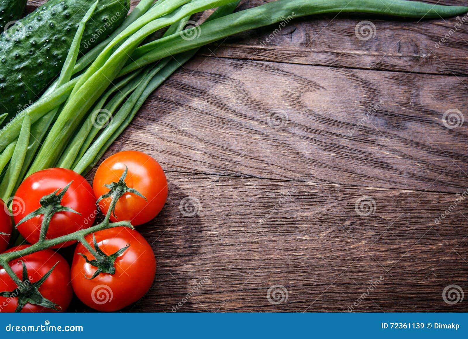 在木的蕃茄黄瓜葱