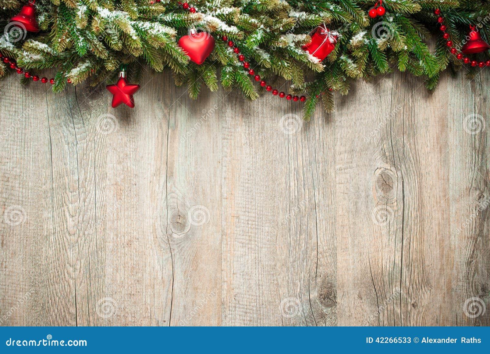 在木背景的圣诞节装饰
