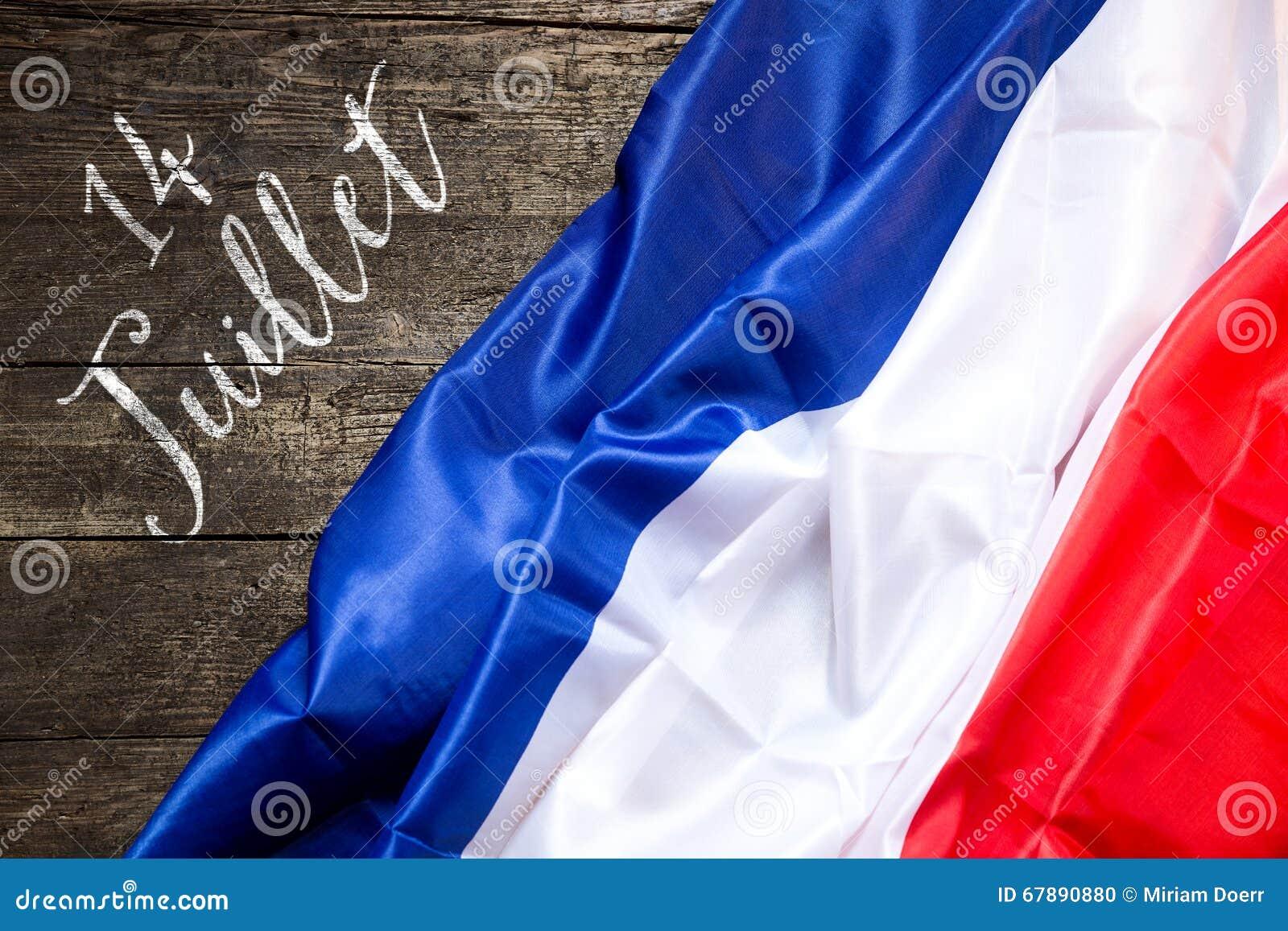 在木背景,概念7月14日的法国旗子