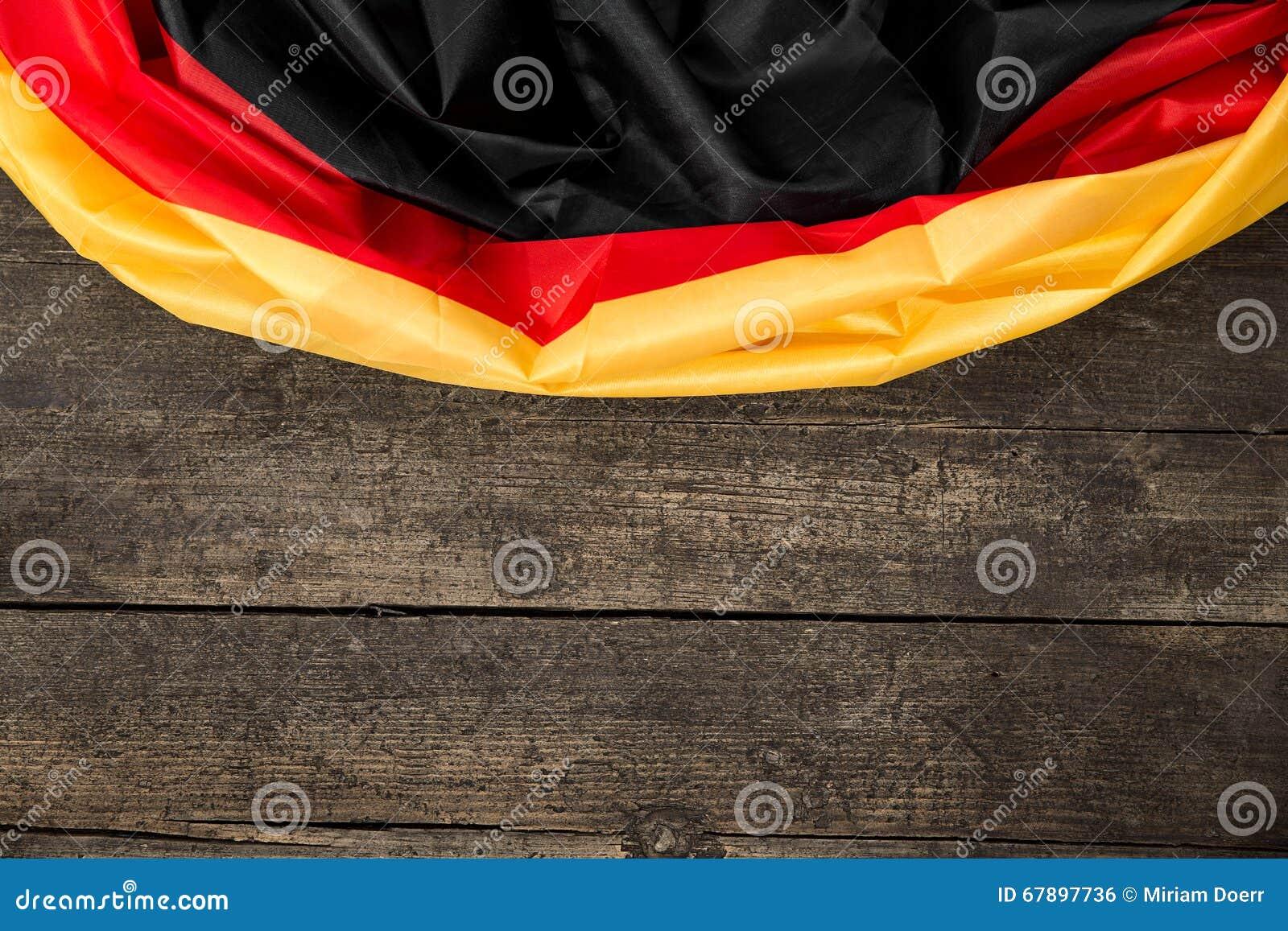 在木表上的德国旗子与copyspace