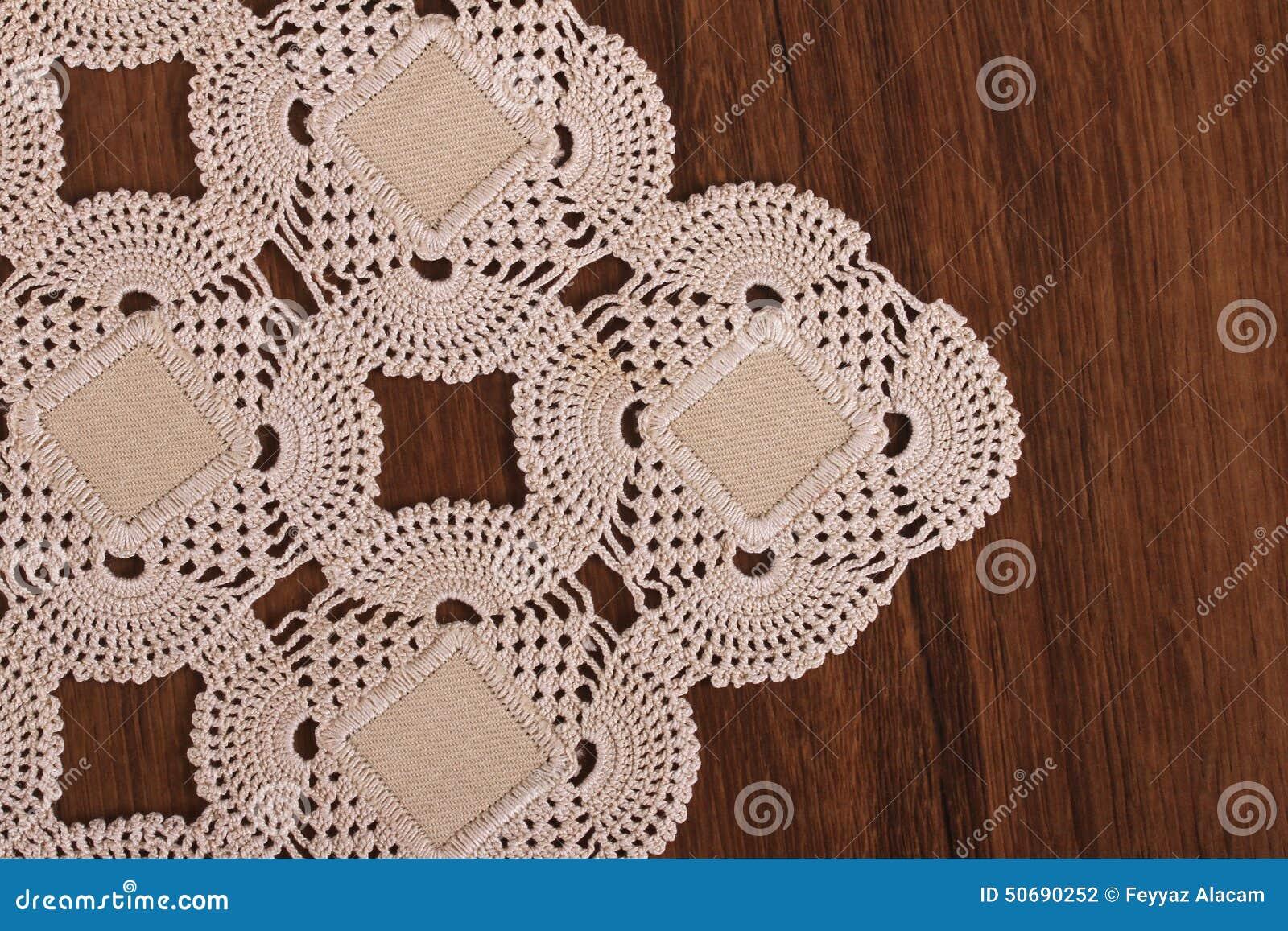 Download 在木头的手工制造鞋带 库存照片. 图片 包括有 对象, 钩针编织, 桌布, 手工制造, 花卉, 鞋带, 模式 - 50690252