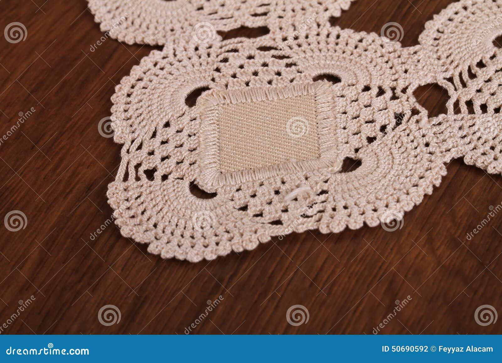 Download 在木头的手工制造鞋带 库存照片. 图片 包括有 设计, 自创, 装饰, tudor, 业余爱好, 内部, 家具 - 50690592