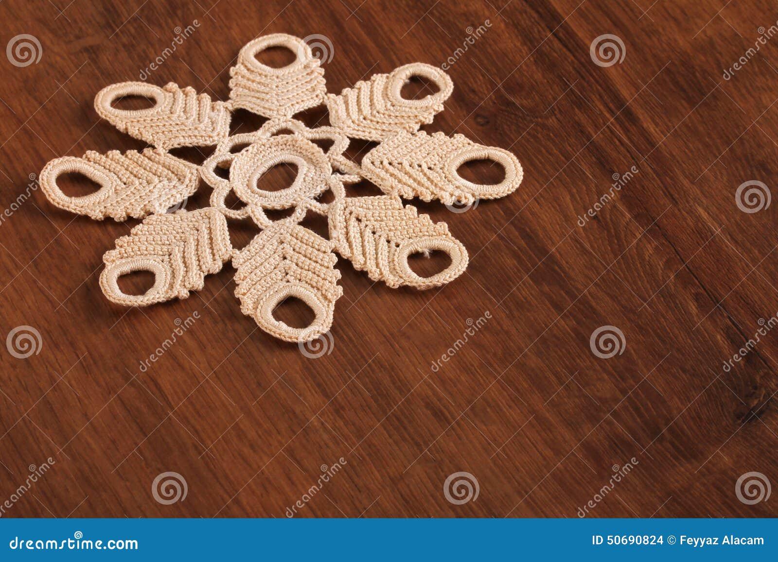 Download 在木头的手工制造鞋带 库存照片. 图片 包括有 对象, 中间, 曲线, 自创, 纺织品, 手工, 家具, beautifuler - 50690824