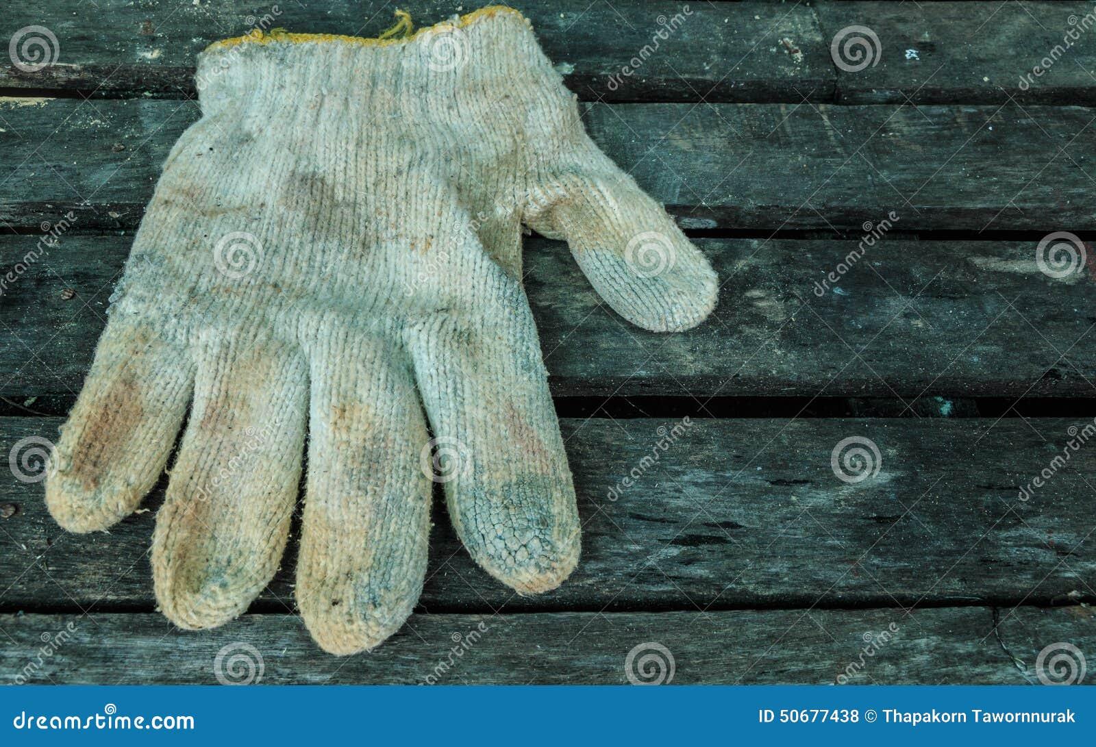 Download 在木头的肮脏的手套 库存照片. 图片 包括有 人工, 重造, 杂物工, 手指, 特写镜头, 编译, 对象 - 50677438