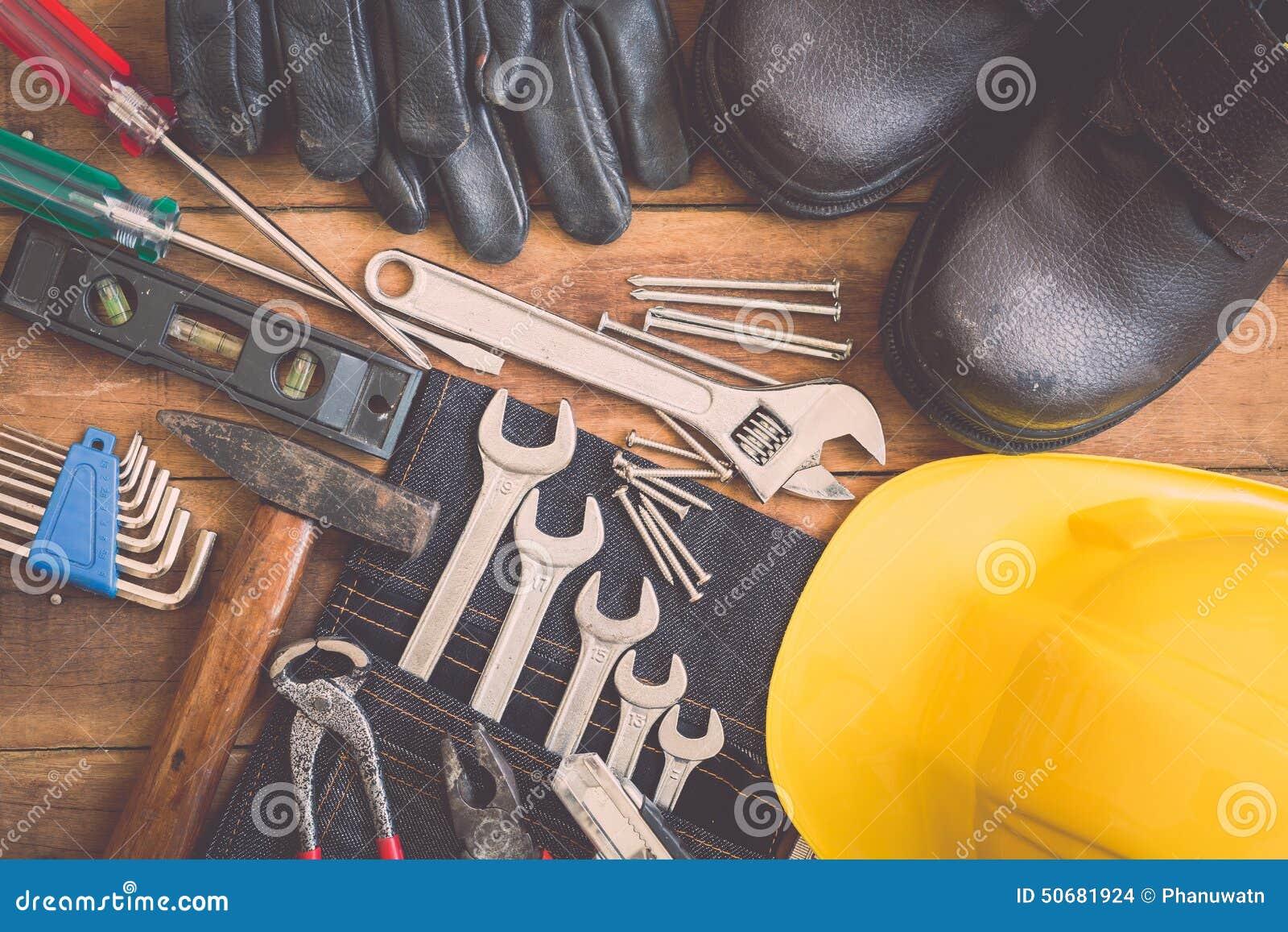 Download 在木头的被分类的工作工具 库存照片. 图片 包括有 特写镜头, 整修, 钉子, 的协助, 木料, 手套, 木匠业 - 50681924