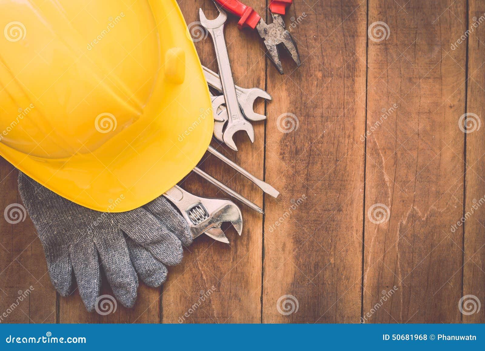 Download 在木头的被分类的工作工具 库存照片. 图片 包括有 钳子, 楼层, 概念, 木匠业, 油漆, 投反对票, 评定 - 50681968