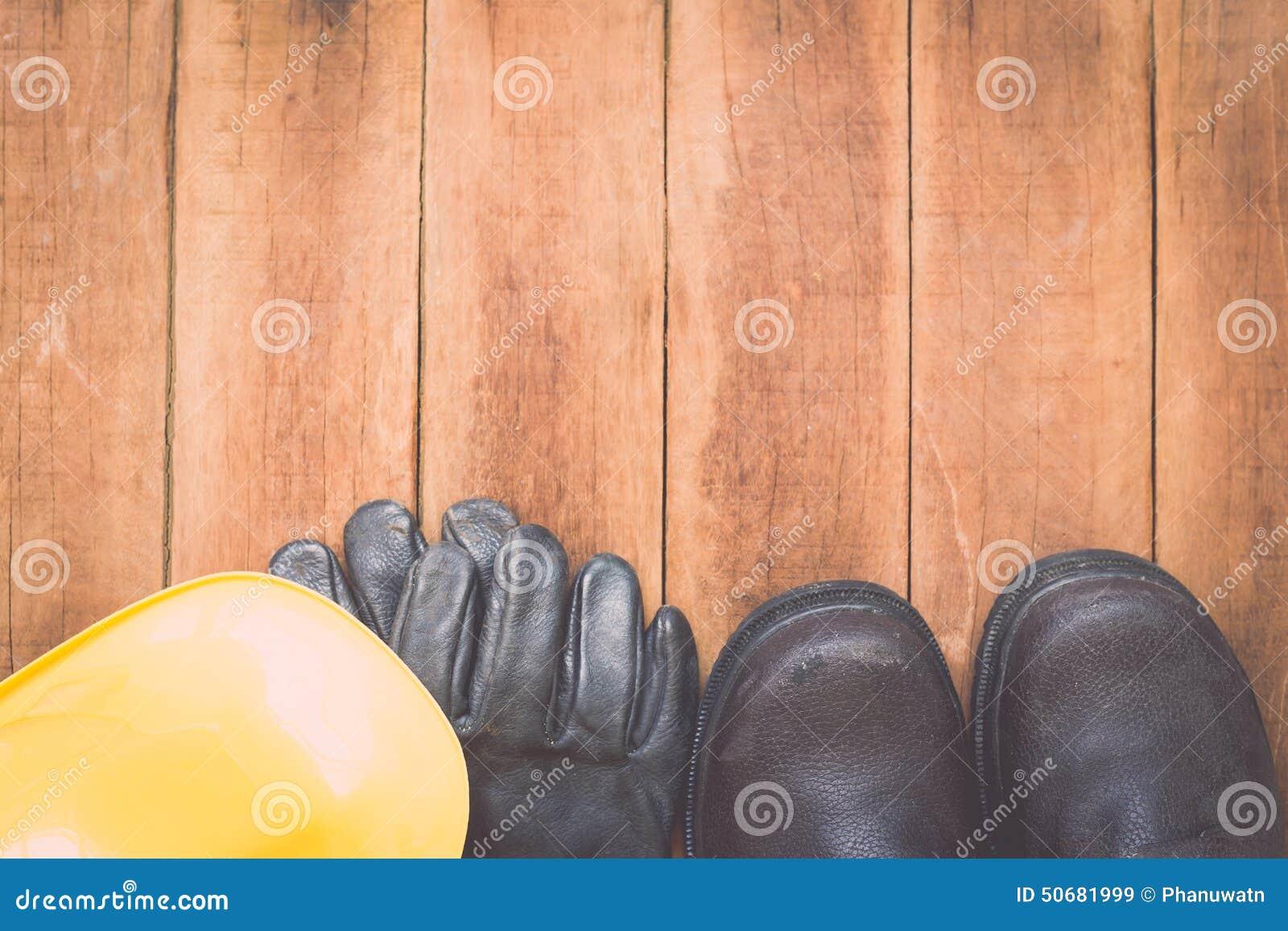 Download 在木头的被分类的工作工具 库存图片. 图片 包括有 木匠业, 木料, 杂物工, 改善, 对象, 设备, 评定 - 50681999