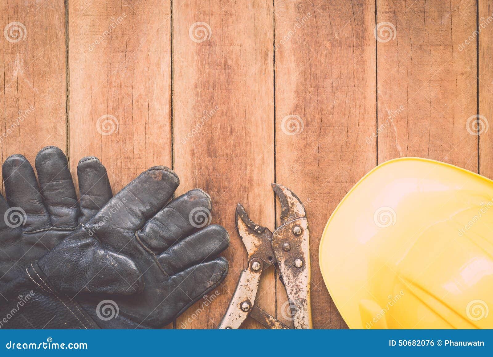 Download 在木头的被分类的工作工具 库存照片. 图片 包括有 木料, 行业, 木匠, 保护, 木匠业, 现有量, 的协助 - 50682076
