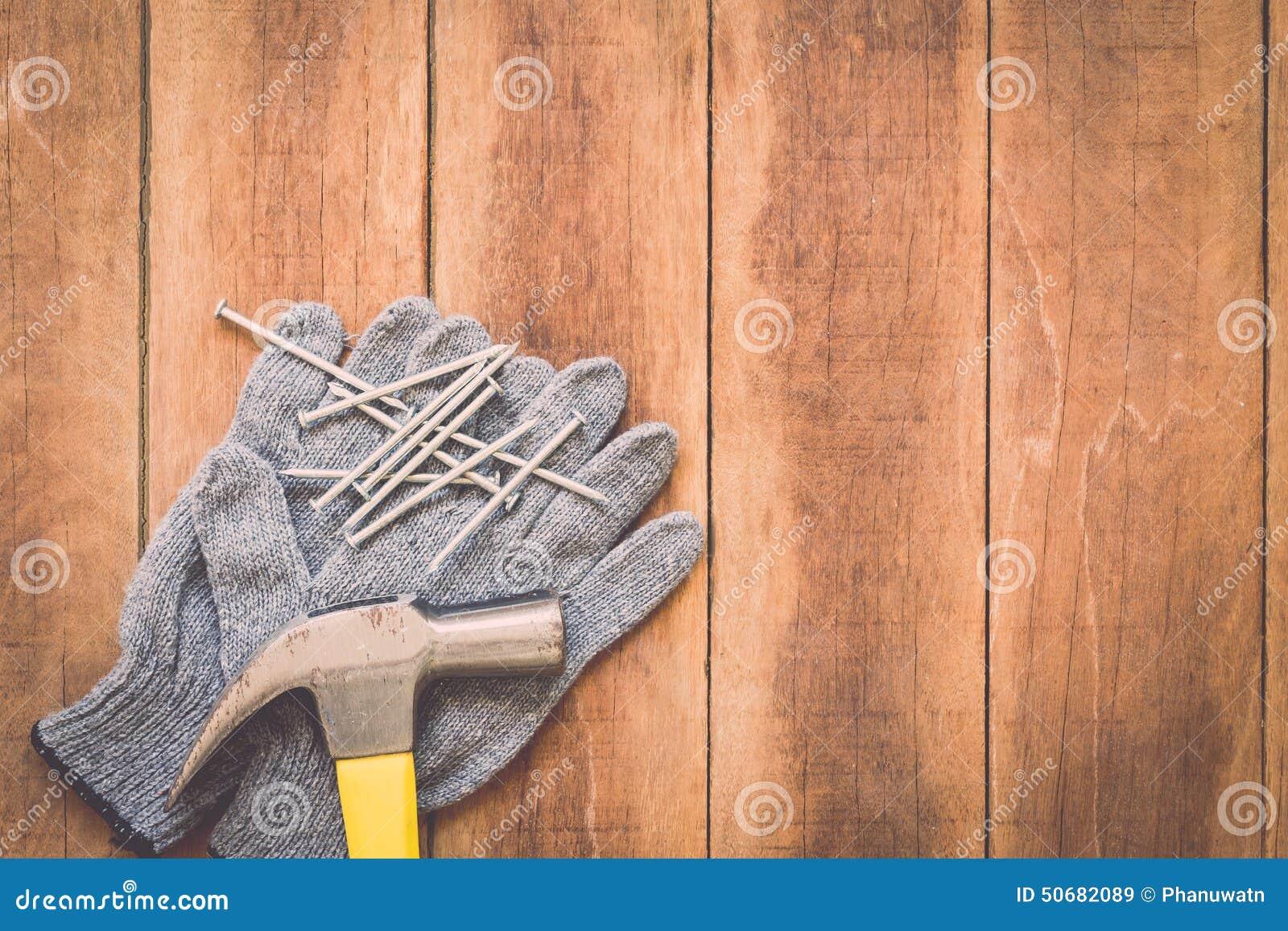 Download 在木头的被分类的工作工具 库存图片. 图片 包括有 行业, 对象, 钳子, 材料, brusher, 地板 - 50682089