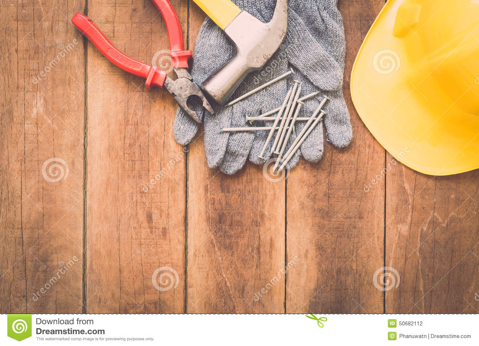 Download 在木头的被分类的工作工具 库存照片. 图片 包括有 木料, 材料, 建筑, brusher, 特写镜头, 投反对票 - 50682112