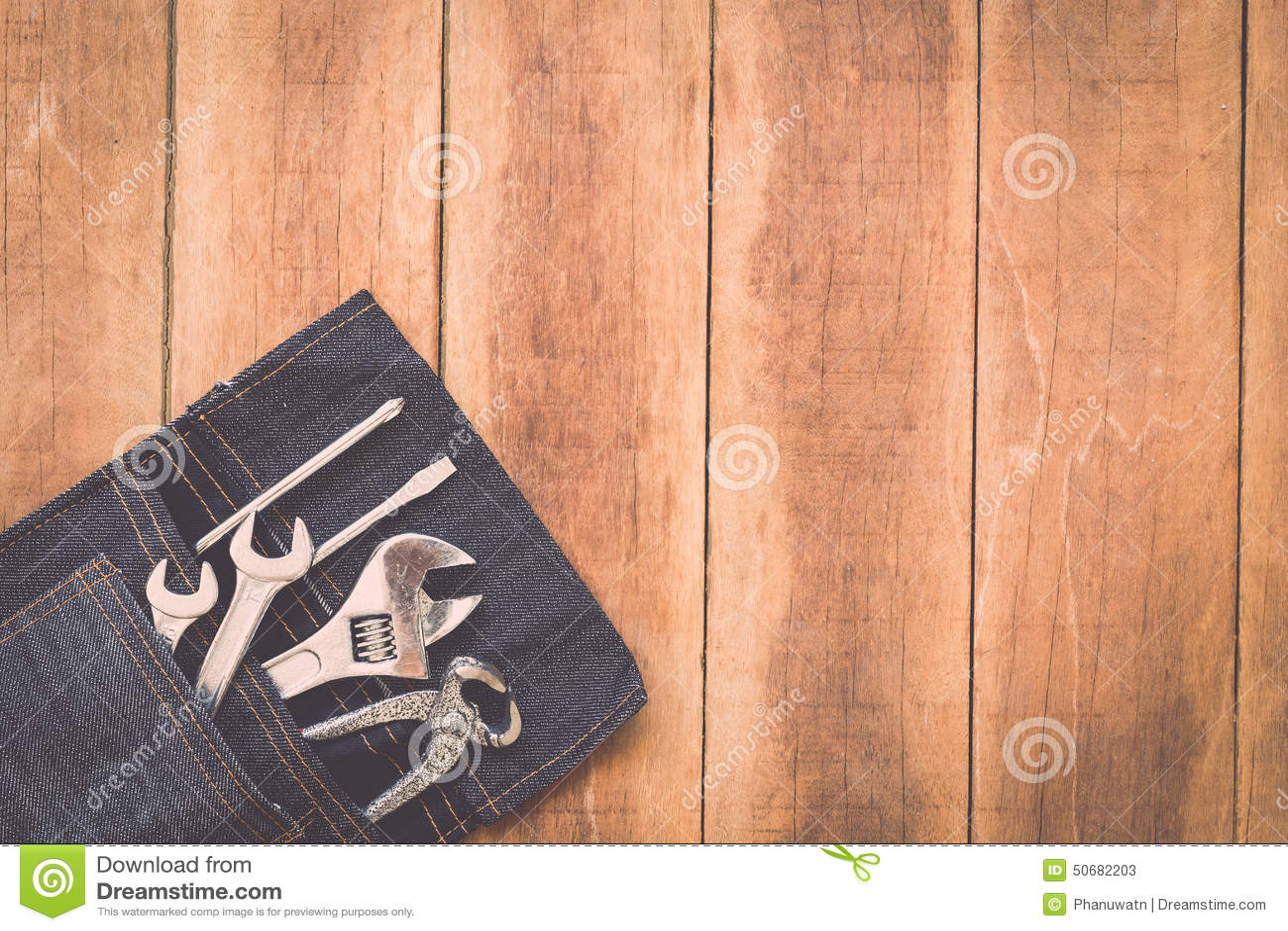 Download 在木头的被分类的工作工具 库存图片. 图片 包括有 整修, 硬件, brusher, 评定, 设备, 甲板 - 50682203