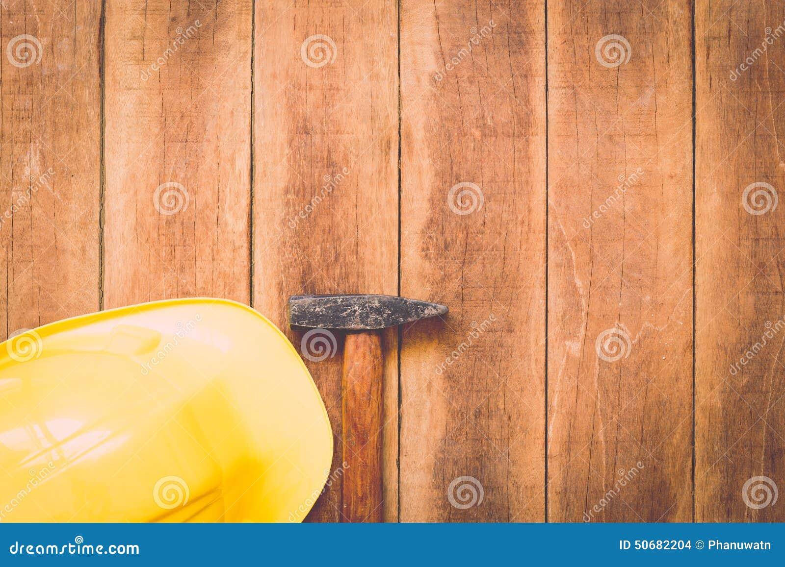 Download 在木头的被分类的工作工具 库存照片. 图片 包括有 现有量, 概念, 钉子, 的协助, 甲板, 投反对票 - 50682204