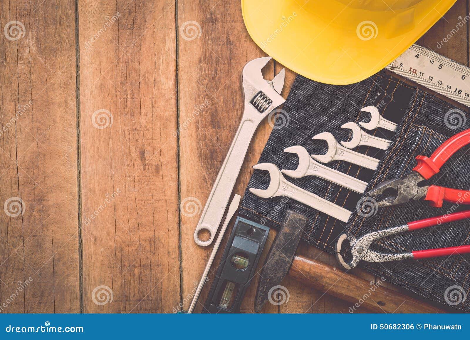 Download 在木头的被分类的工作工具 库存照片. 图片 包括有 钳子, 木匠业, 木匠, 行业, brusher, 对象 - 50682306