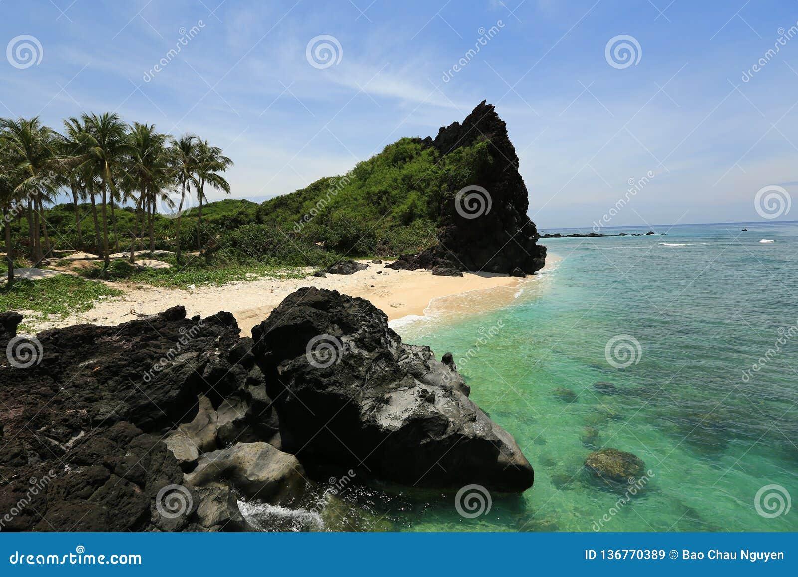 在李山岛火山岛-越南上的小海滩