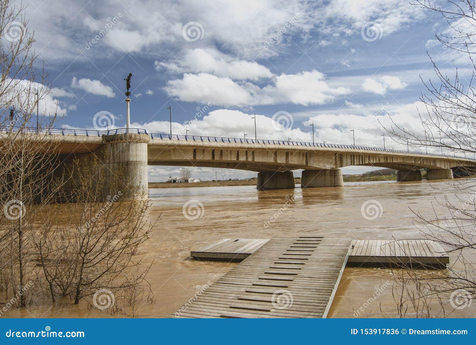 在杜罗河河的具体桥梁