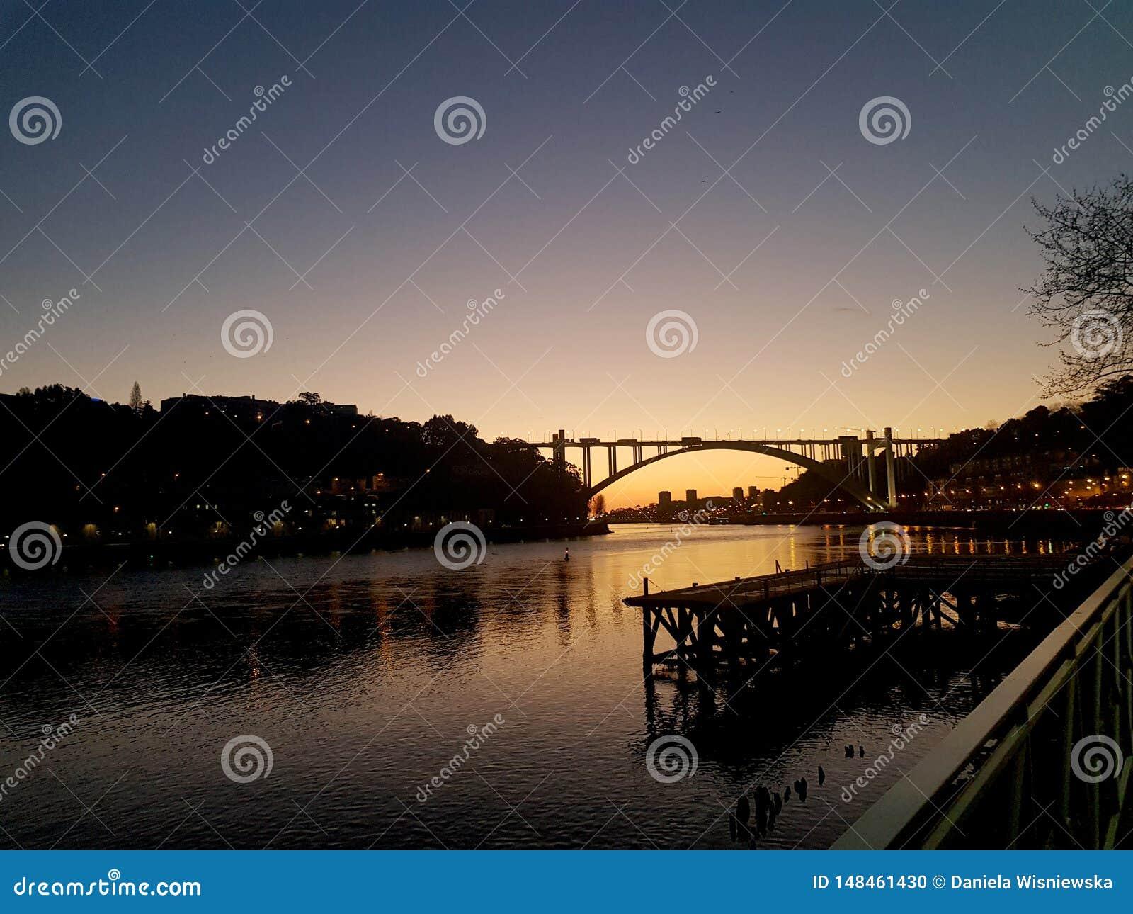 在杜罗河河的日落
