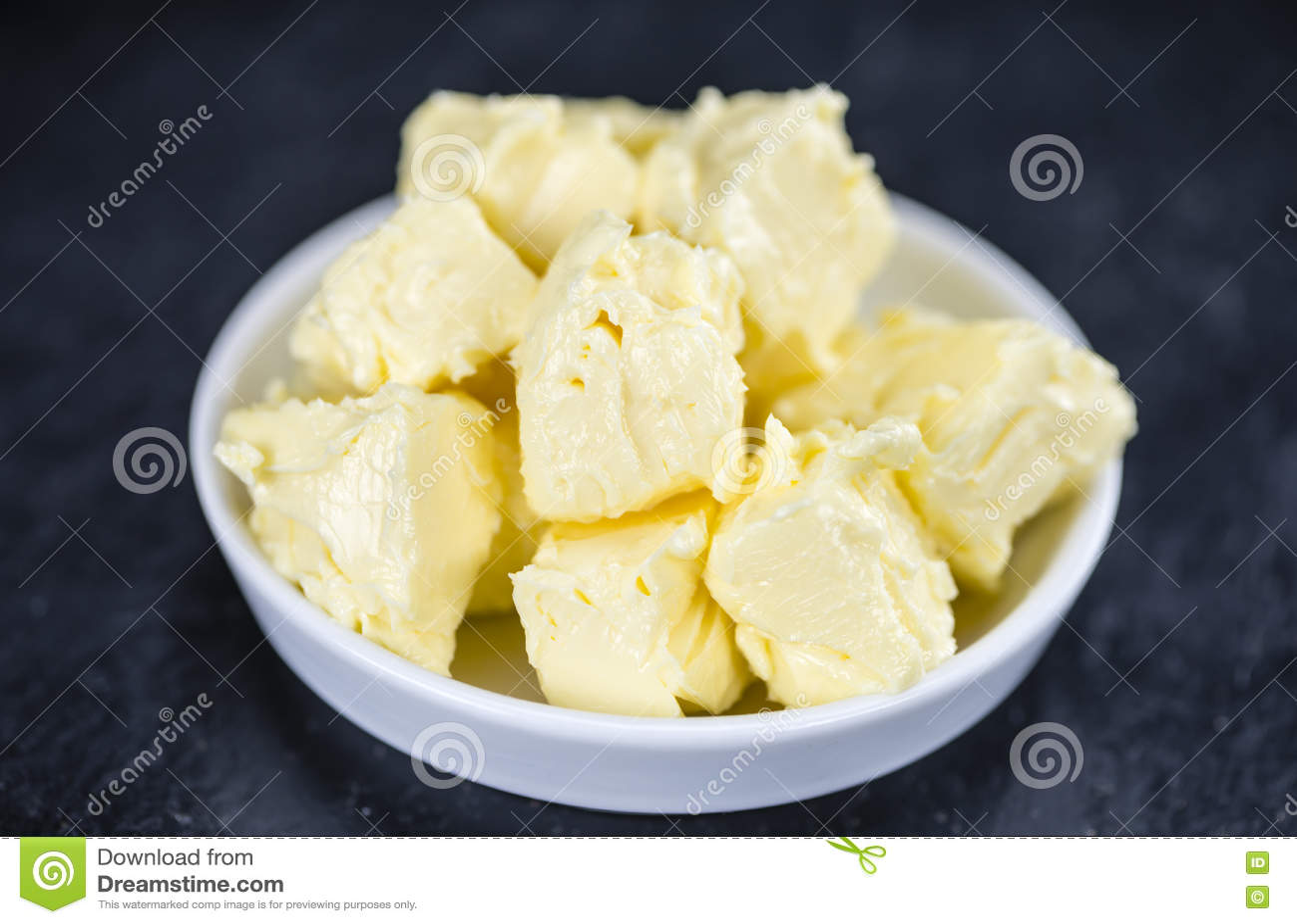 在板岩平板(选择聚焦)的黄油