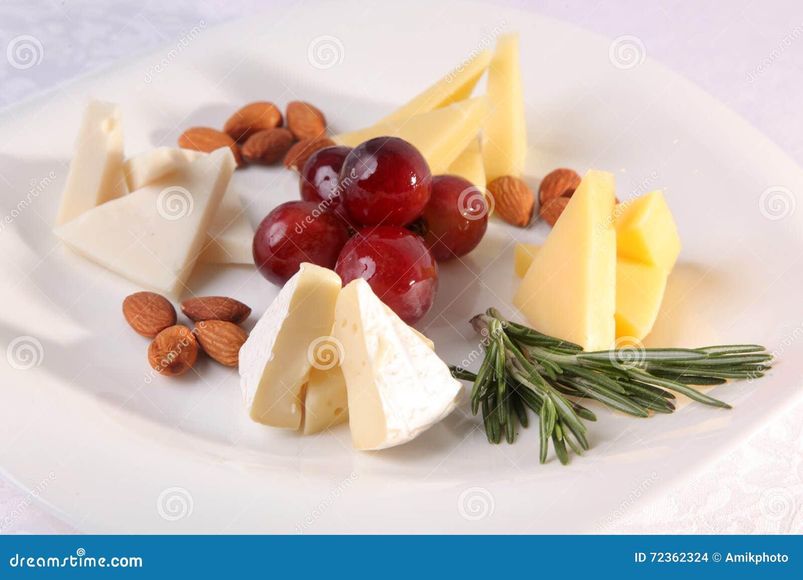 在板材的各种各样的乳酪