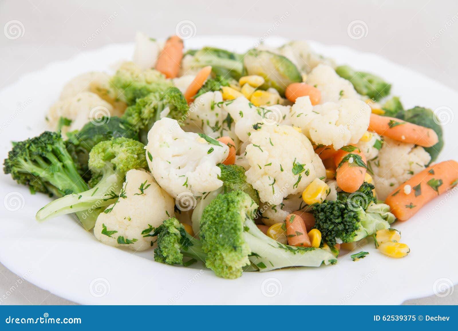 在板材的煮熟的菜