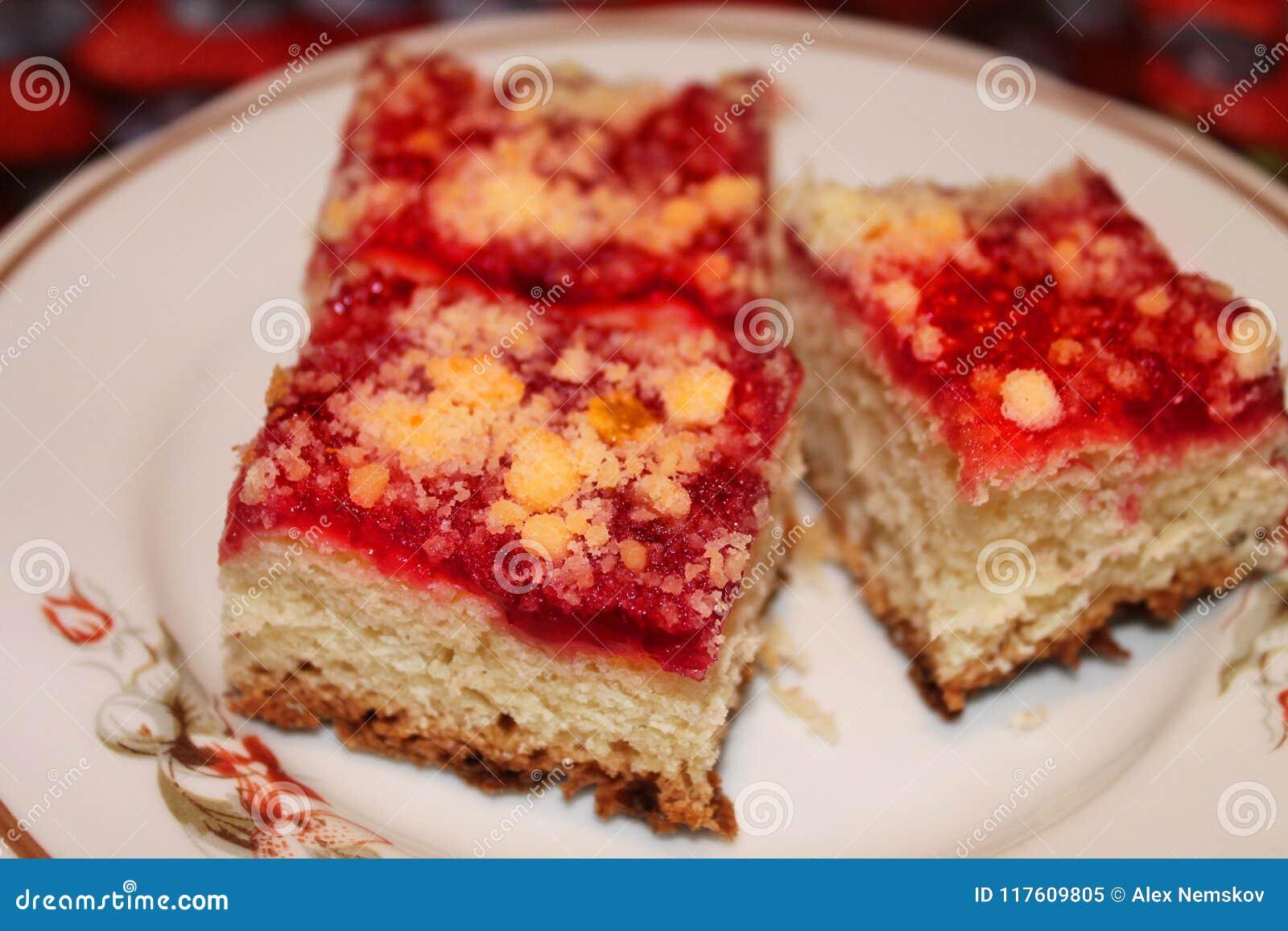 在板材的莓饼