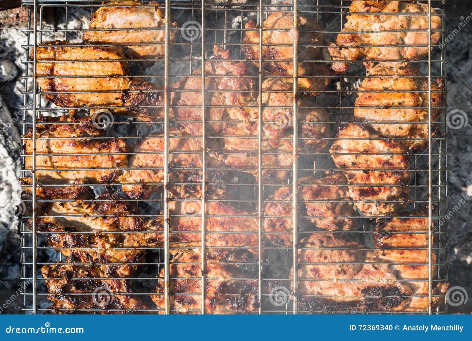 在格栅的肉