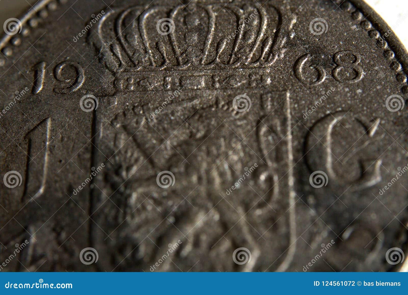 在桌上的硬币