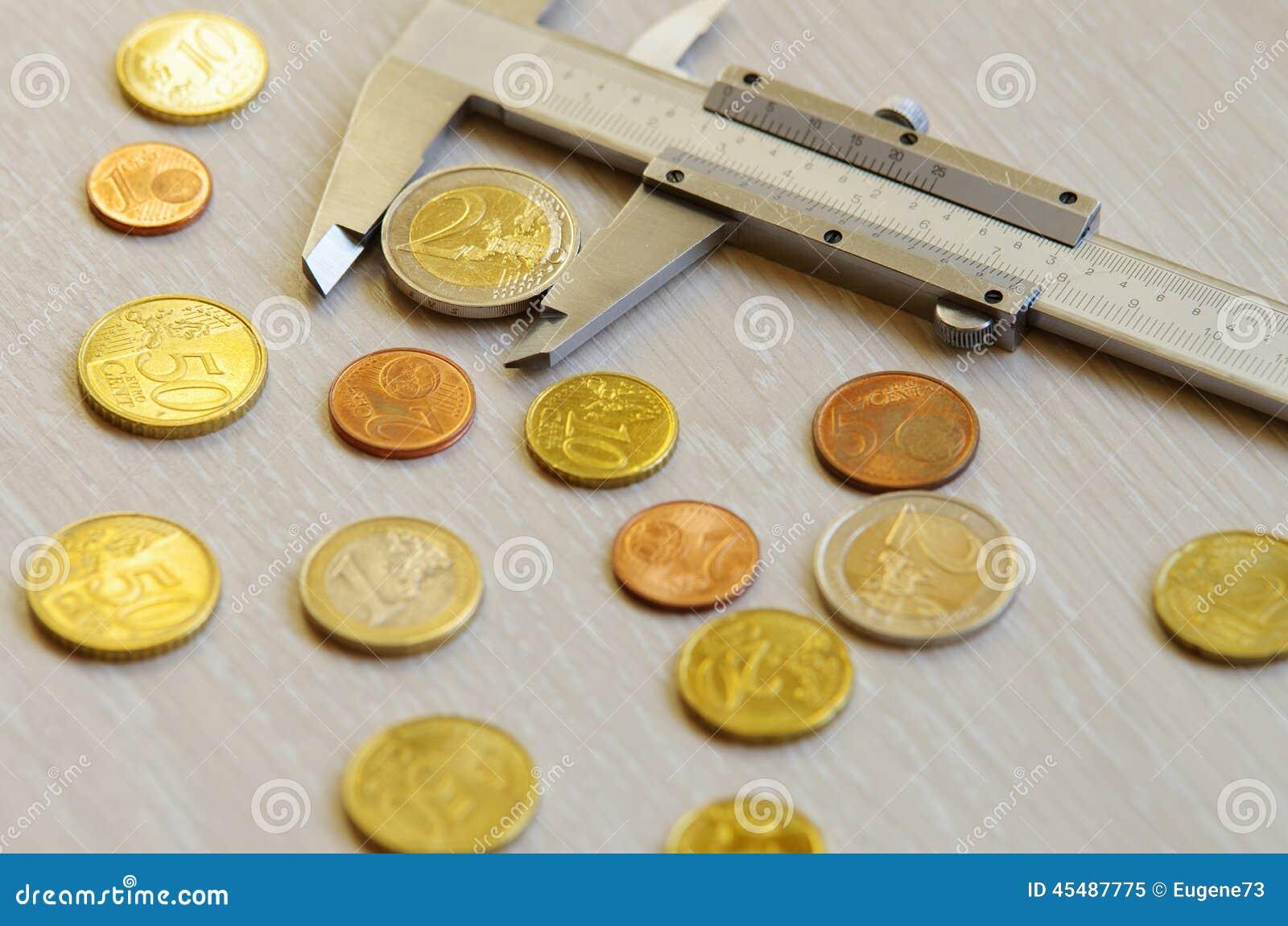 在桌上的金钱