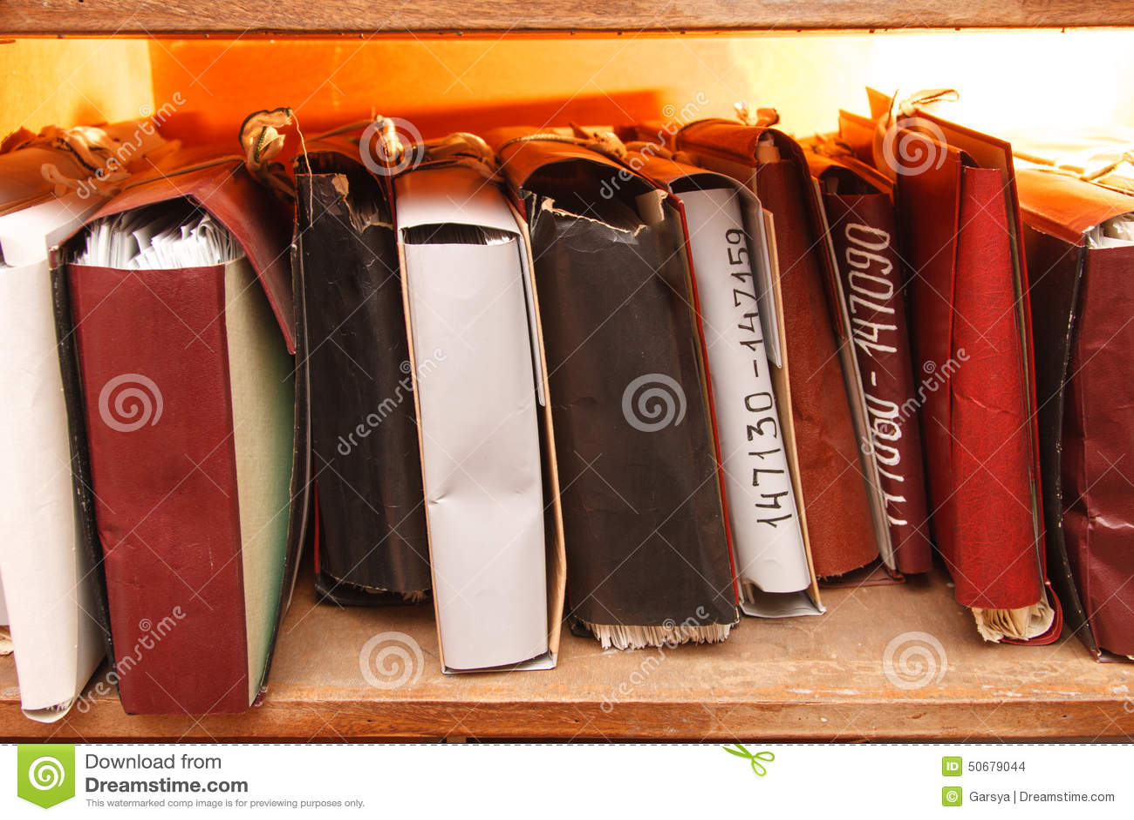 Download 在档案里堆积的纸张文件 库存照片. 图片 包括有 管理, 保留, 存贮, 记录, 寄存器, 学习, 工作 - 50679044