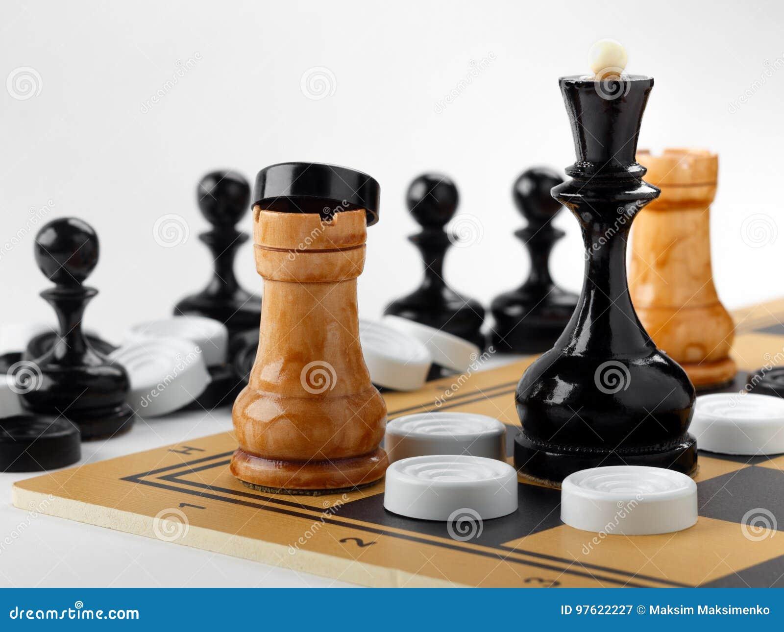 在棋枰和验查员安置的棋子