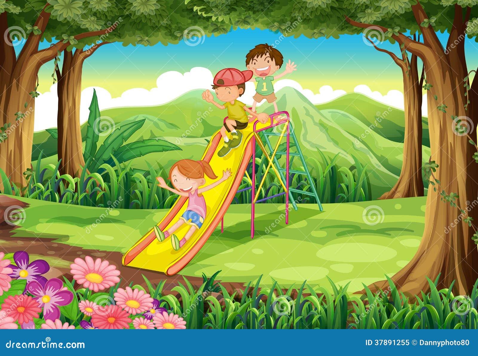 滑在森林的孩子