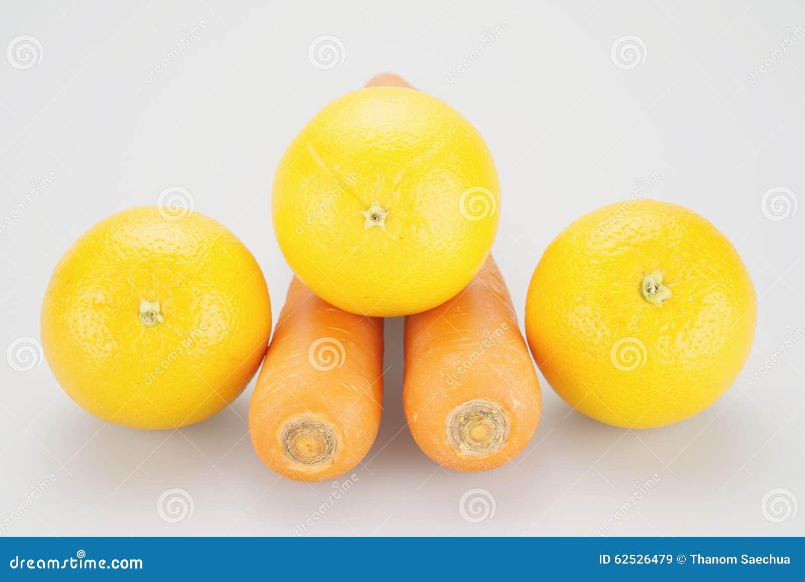 在橙色红萝卜上把放的黄色桔子