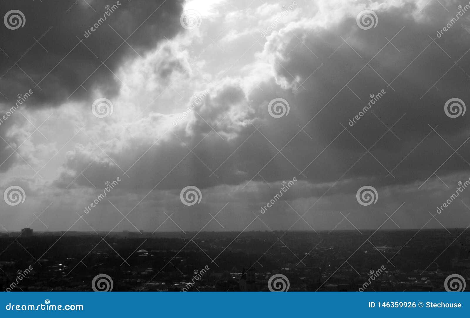 在欧洲的多云天空-云彩